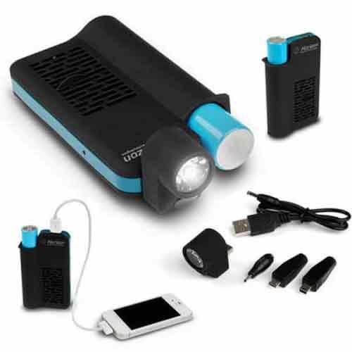 شارژرهای خورشیدی یونیورسال برای اطمینان از سازگاری کامل با طیف گسترده ای از گوشی های موبایل با آداپتورهای مختلفی عرضه می شوند.