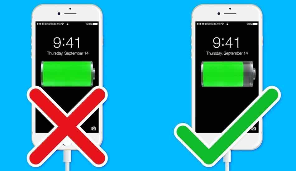 یک از علت های کاهش عمر باتری نگه دشاتن گوشی برای مدت طولانی در شارژ است