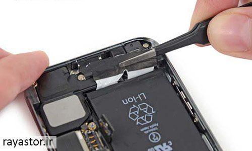 تعویض باتری آیفون اس ای مرحله 9