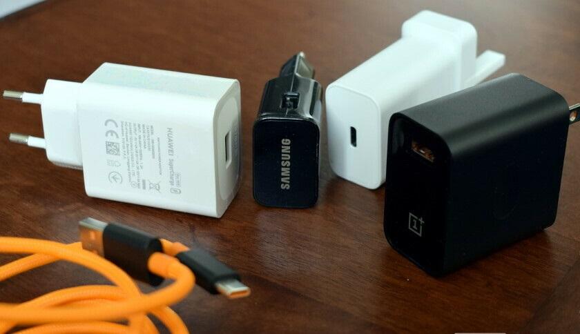 منظور از شارژر گوشی موبایل چیست ؟