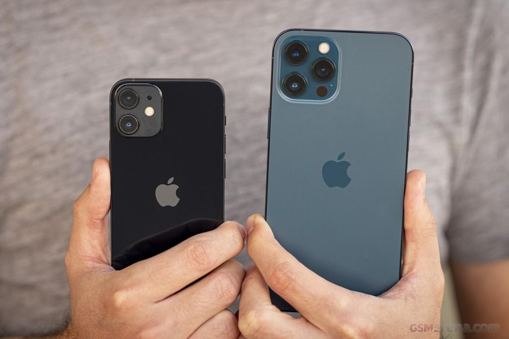 مقایسه گوشی آیفون 12 پرو مکس اپل با آیفون 12 اپل