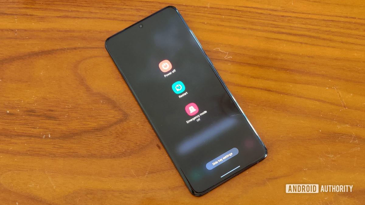3) علت وصل نشدن گوشی به وای فای : مودم و تلفن را مجدد راه اندازی کنید .