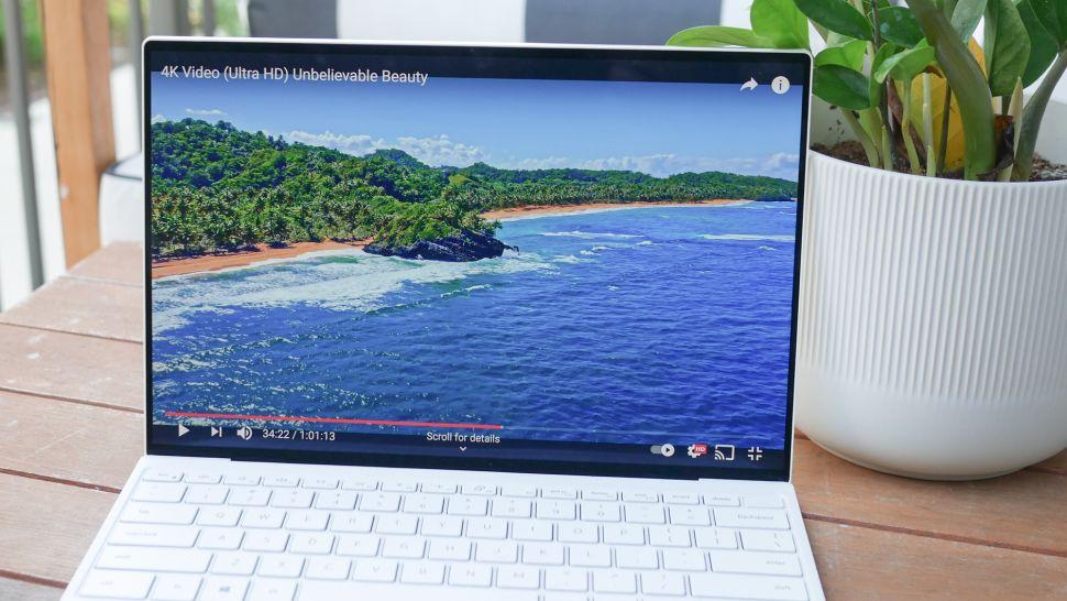 بررسی نمایشگر لپ تاپ Dell XPS 13 OLED