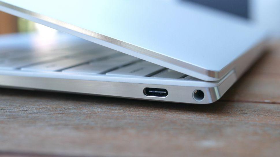 بررسی پورت های لپ تاپ Dell XPS 13 OLED