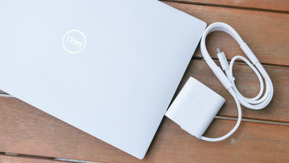 بررسی باتری لپ تاپ Dell XPS 13 OLED